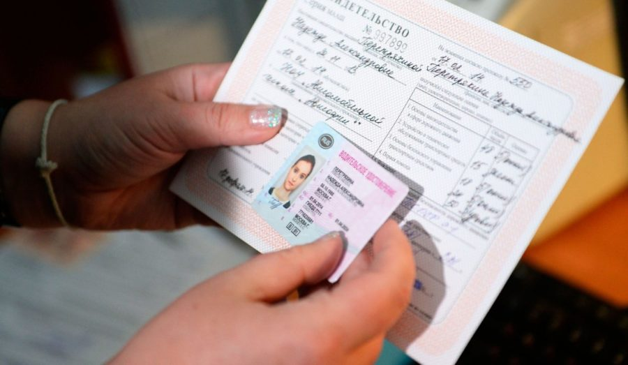 За сколько месяцев можно менять водительские права