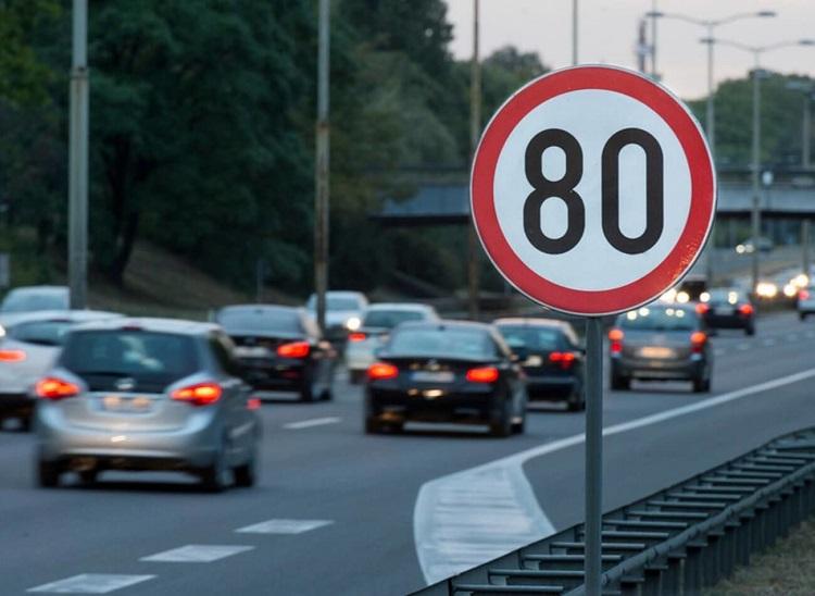 На какое расстояние действует знак ограничения скорости