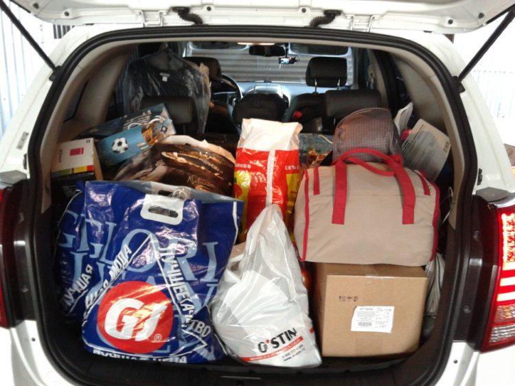 Багажник с вещами