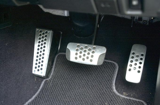 Педали в автомобиле