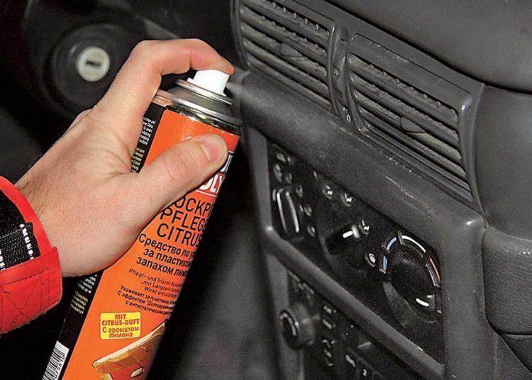 Чистка пластика в салоне авто