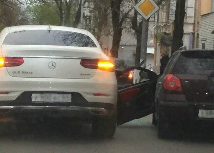 Открытие водительской двери и ДТП