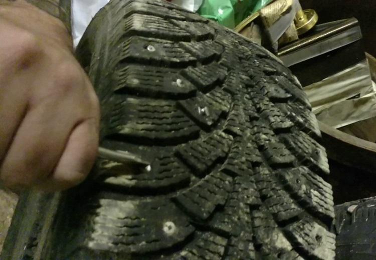Отпадающие шипы шины