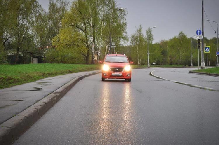 Мигание дальним светом встречному авто