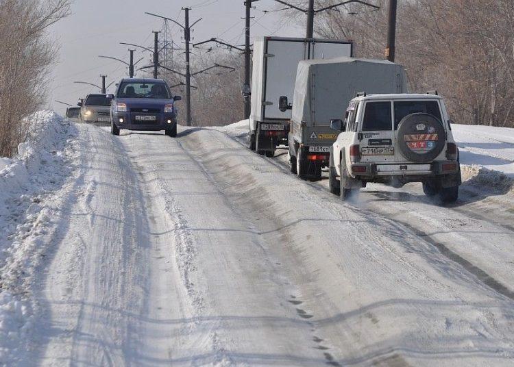 Колея на снежной дороге