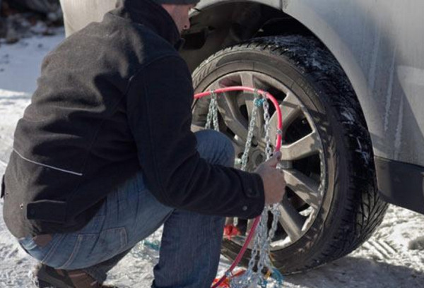 Одевание цепей на колесо