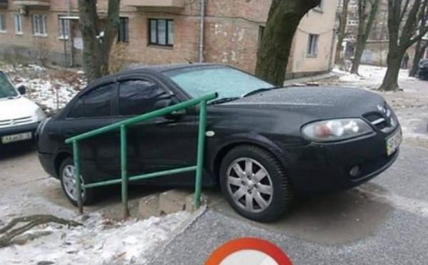 Машина на ступеньках