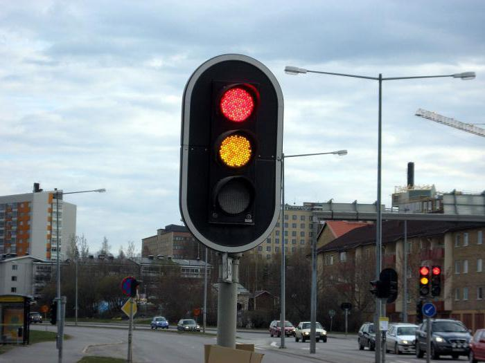 Красно-желтый свет светофора