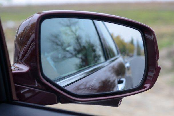Обзор в зеркало авто сбоку