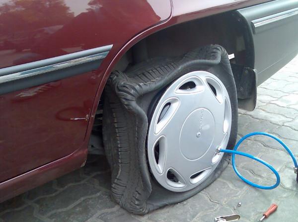 Откачивание воздуха из шины