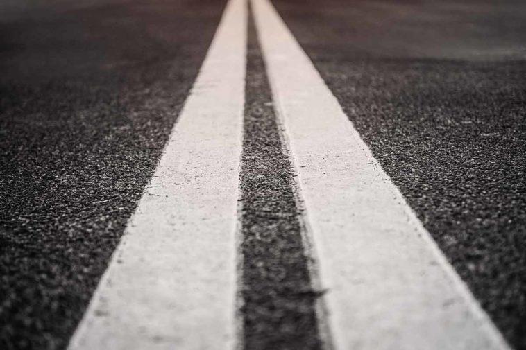 Двойная слошная на дороге