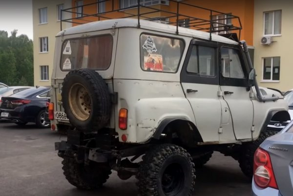 УАЗ с высоким клиренсом и большими колесами