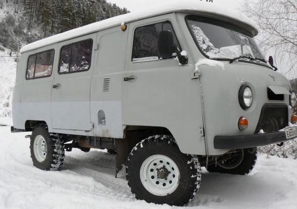 УАЗ-Буханка на снегу