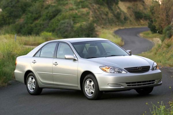 Toyota Camry серая