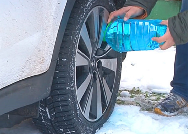 Оттаивание замерзших колодок водой