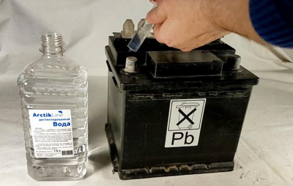 Аккумулятор, вода и шприц