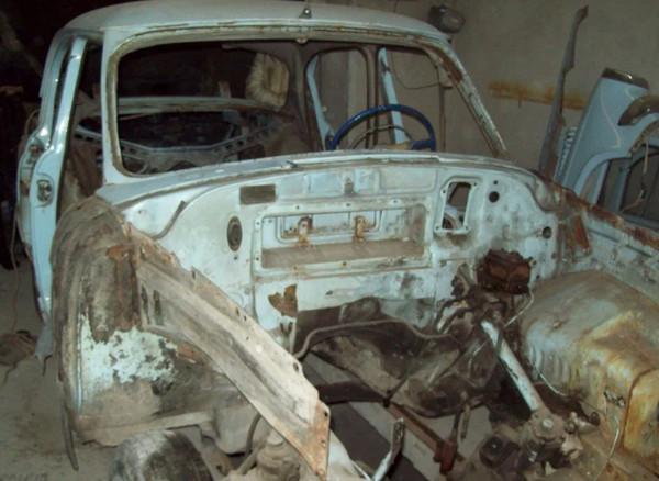 Ржавая Волга-21 до ремонта