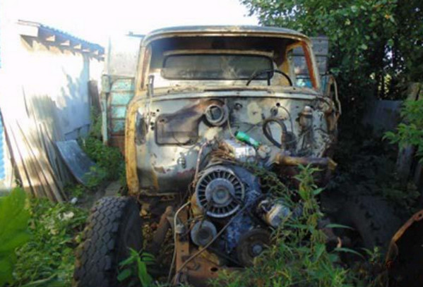 Разобранный старый ГАЗ-53