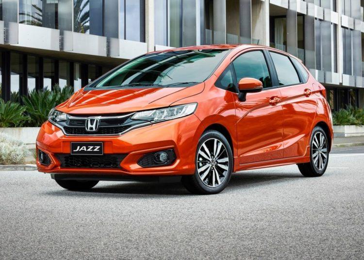 Красная Honda Fit