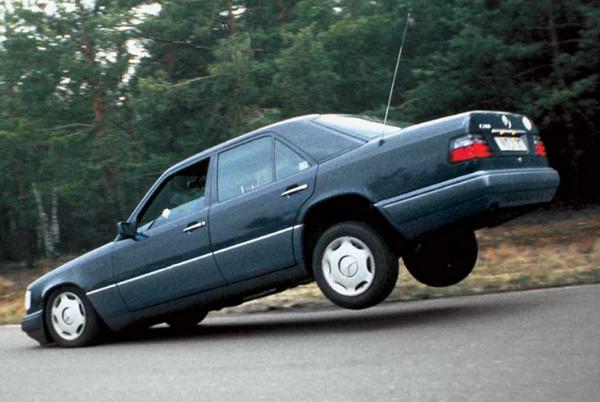 В машине подняты задние колеса