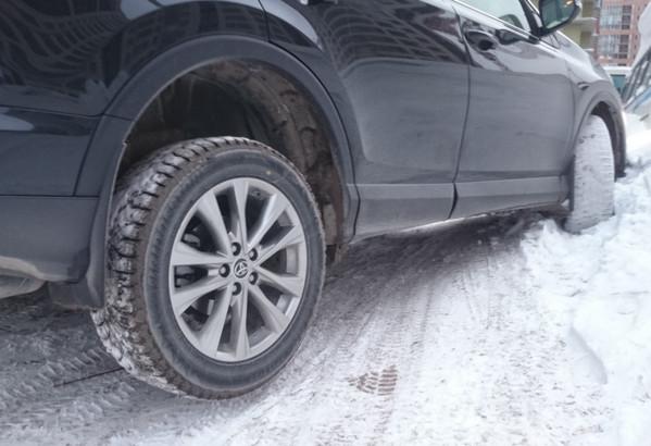 Машина на снегу