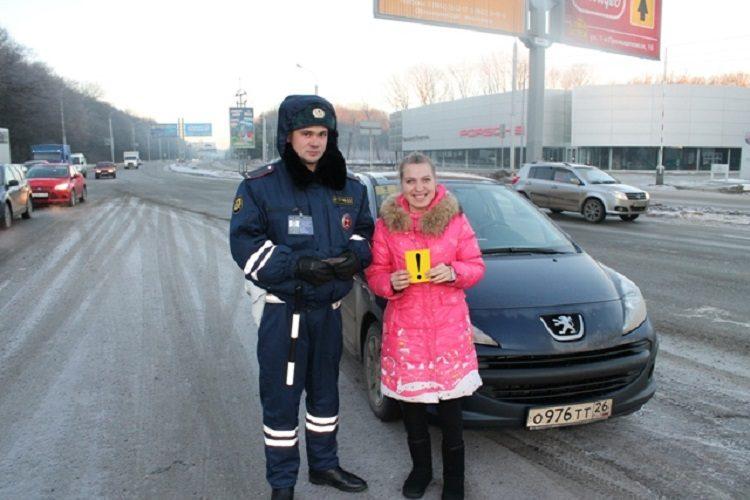 Начинающий водитель и сотрудник ГАИ