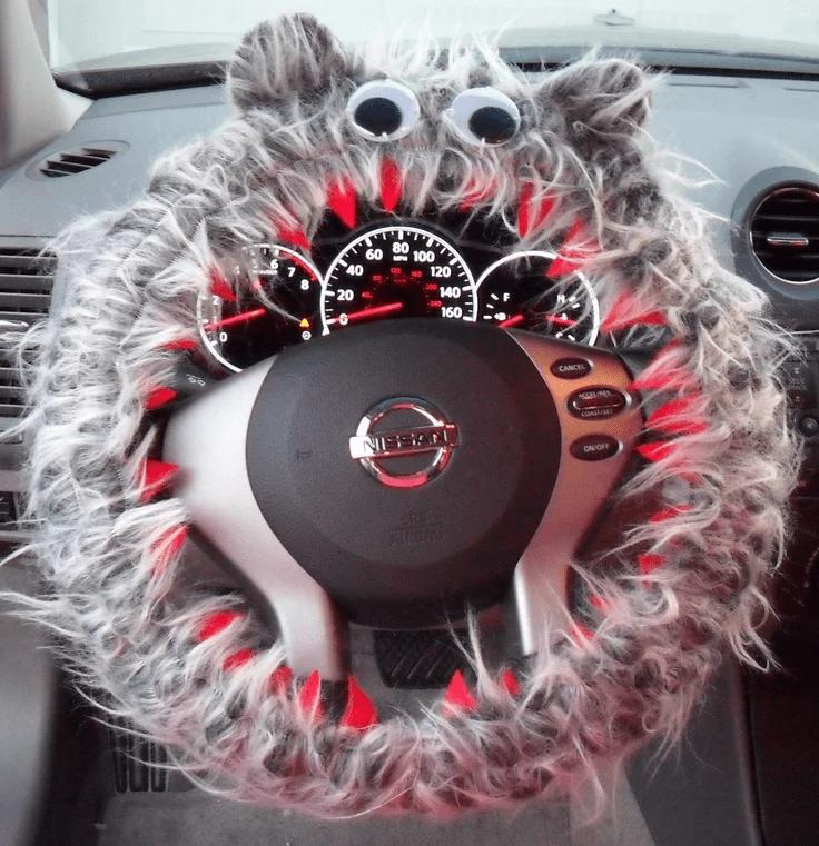 Чехол на руль из меха с глазами