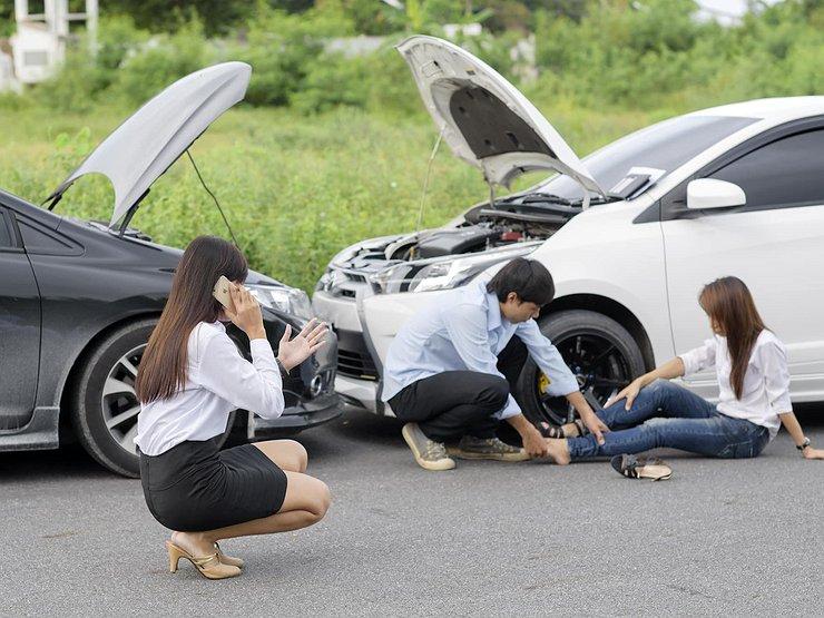 Авария двух машин и пострадавший