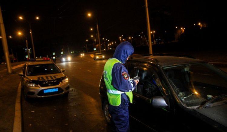 Сотрудник ДПС ночью остановил водителя