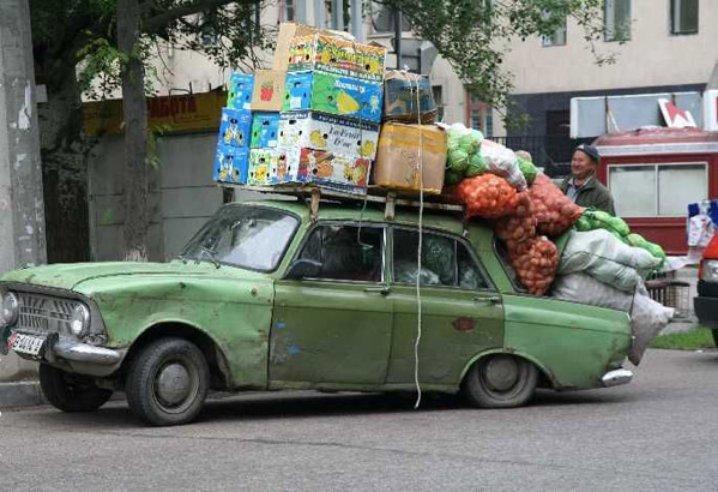 Мешки и коробки на машине