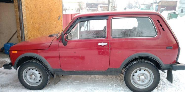 Красная Lada 4x4