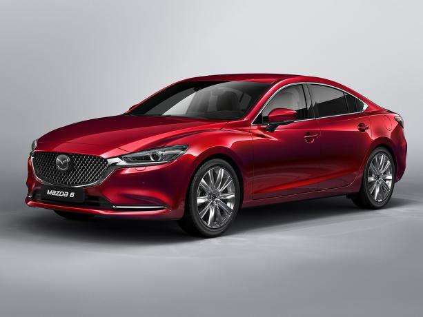 Красная Mazda 6