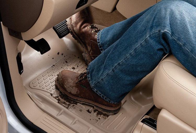 Коврик под ногами водителя
