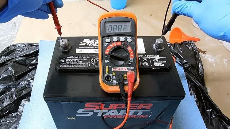 Аккумулятор и мультиметр