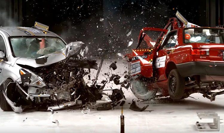 Краш-тест столкновения двух авто