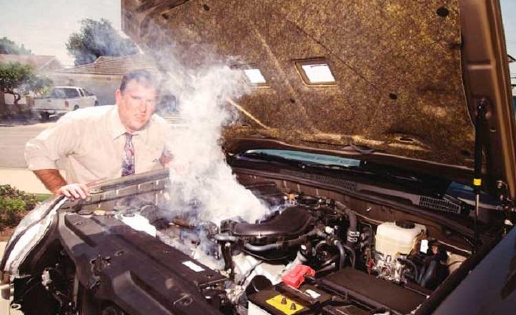 Дым из-под капота автомобиля