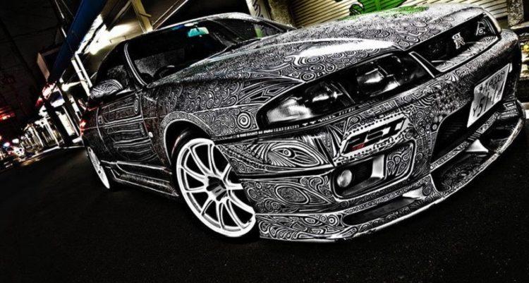 Черно-белая графика на Nissan Skyline GTR