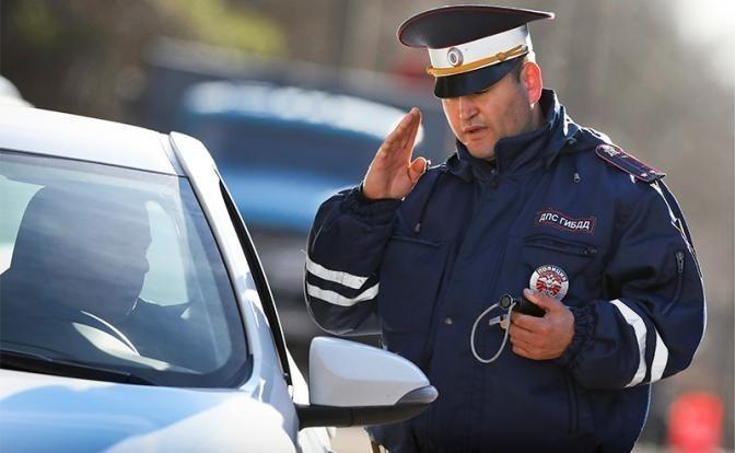Инспектор ГАИ остановил машину