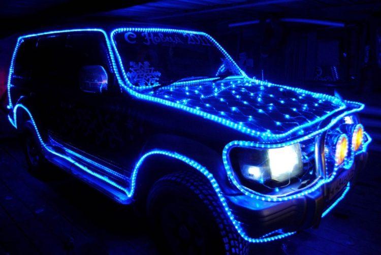 Авто в синих гирляндах