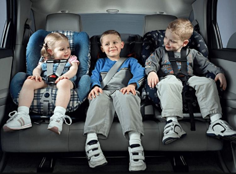 Что гласят ПДД о перевозке детей в легковом автомобиле