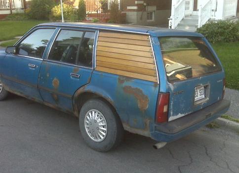 Деревянное окно на авто