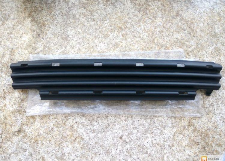 Пластиковая заслонка для радиатора машины