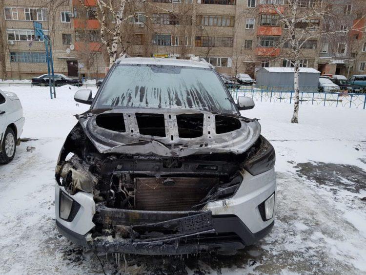 Сгоревшее от взрыва пиротехники авто Хюндай
