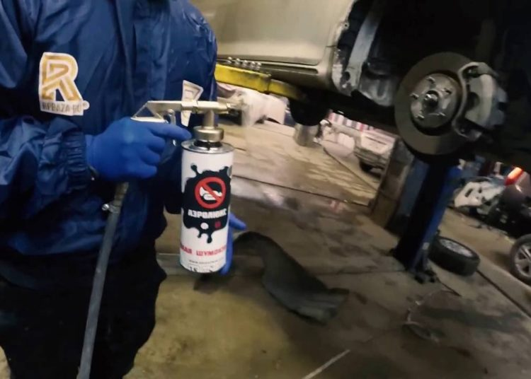 Обработка жидкой шумоизоляцией