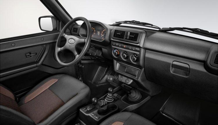 Сидение водителя и панель управления Лады 4x4