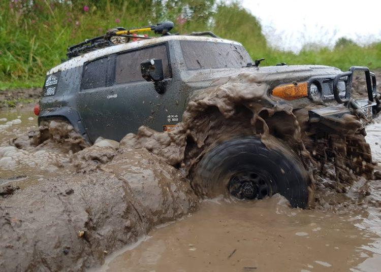 Тойота FJ Cruiser в грязи