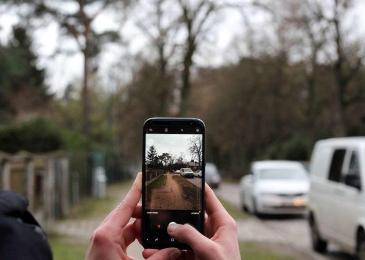 Фото автомобиля на смартфон