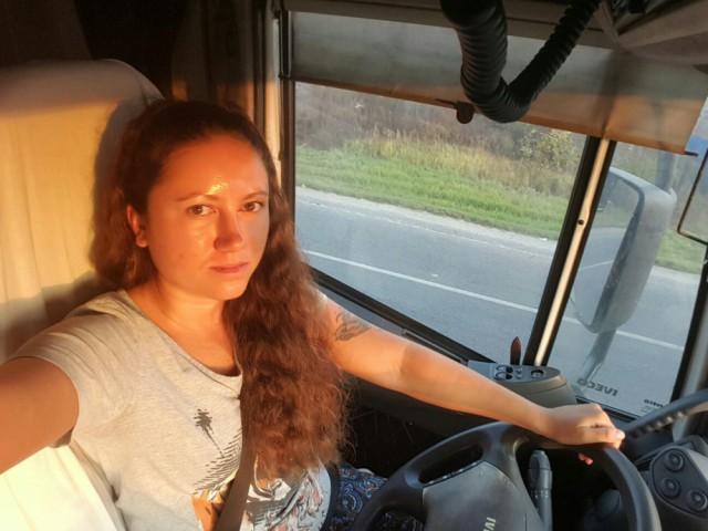 Девушка за рулем IVECO