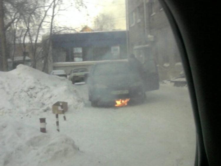 Костер возле авто