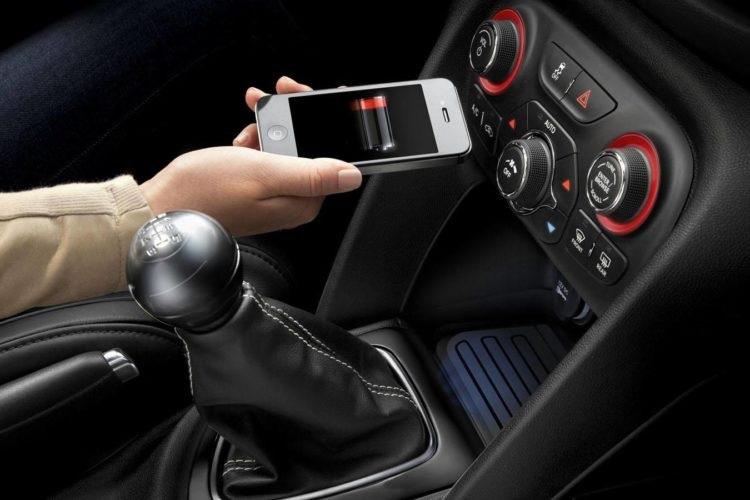 Телефон с зарядкой на нуле в авто